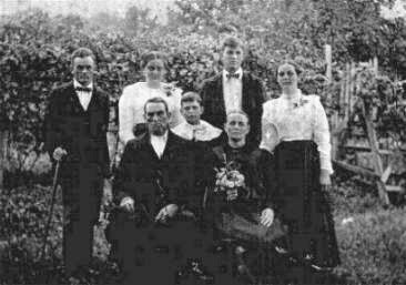 Crawford Ousley and family.jpg?140399283